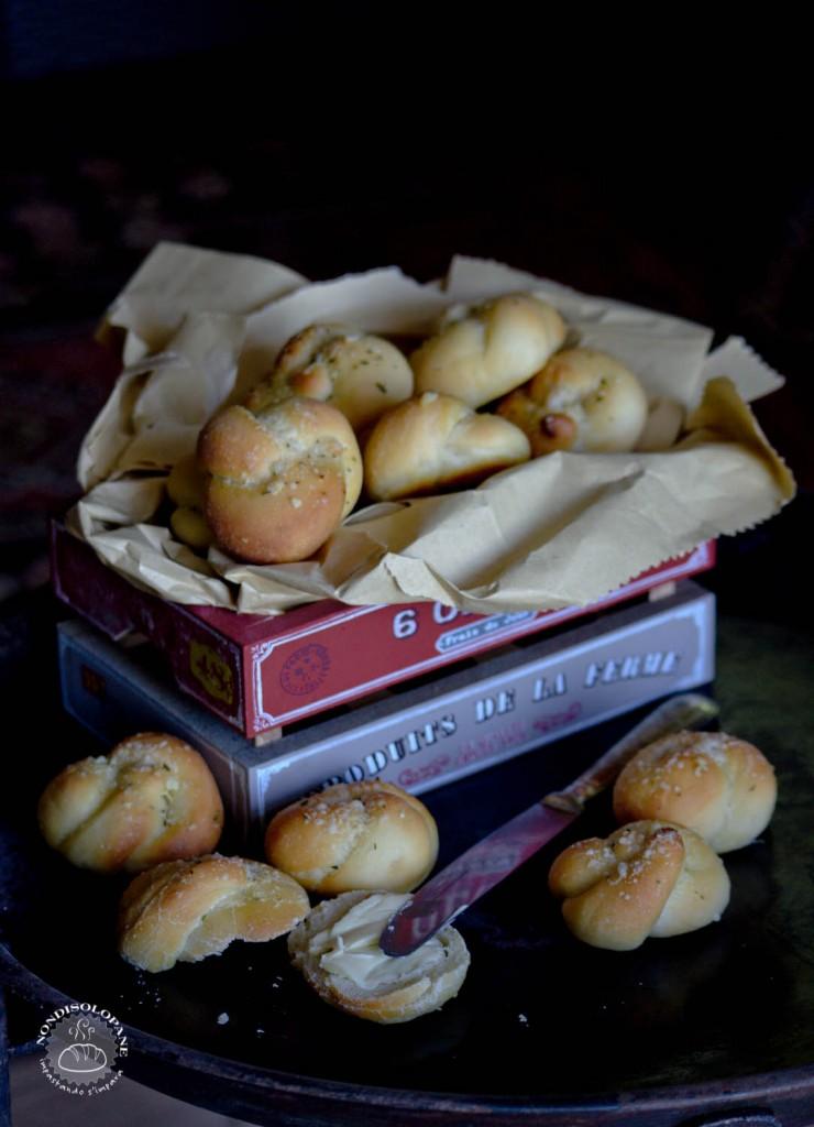 bread garlic knots-1-4