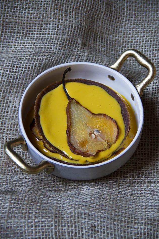 Lasagnette dolci al cacao con crema allo zabaione e pere caramellate