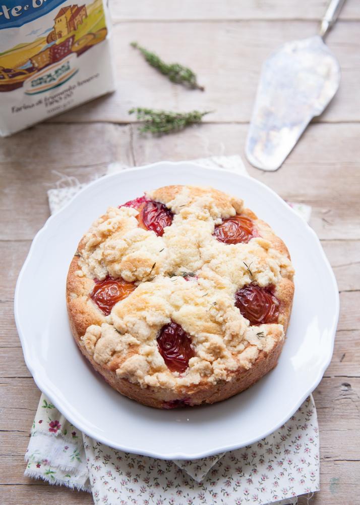 torta-prugne-crumble-farina-di-mandorle-timo-4790