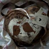 Nondisolopane - Pane di frumento e segale con cioccolato, sciroppo di amarene e peperoncino